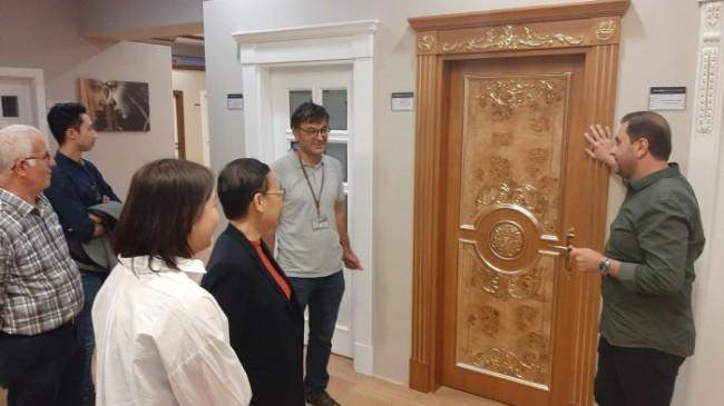 Tayland'lı İş İnsanlarından Kapı Dünyası'na Ziyaret