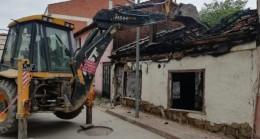 İnegöl'de iki bina yıkıldı